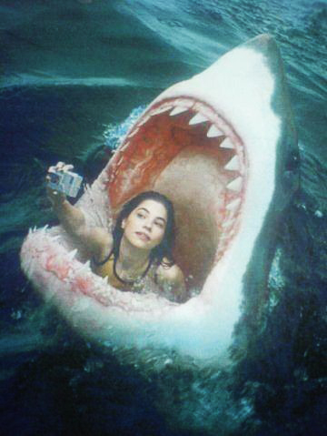 funny-jaws-woman-selfie-facebook