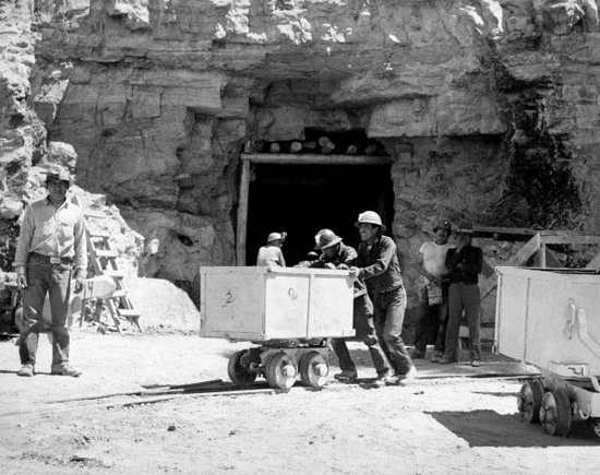 uranium mining in new mexico essay Many of you are aware of mase and the work we are doing in northwestern new  mexico to stop proposed new uranium mines in and around.